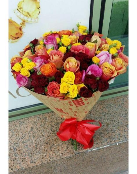 Цветы для сада на заказ белые розы с красной каймой купить